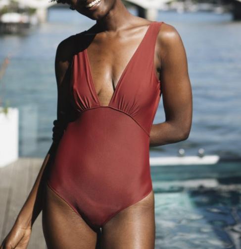 rejeanne maillot de bain pour regle rouge