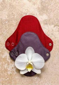 serviettes en tissu et fleur